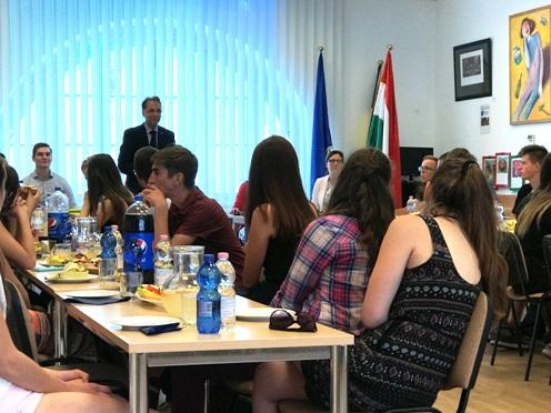 Középiskolások látogattak a kormányhivatalba