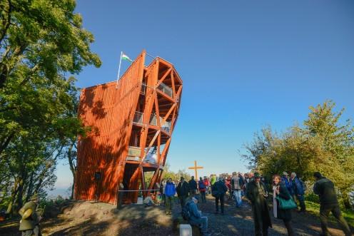 Új kilátót adtak át a Visegrádi-hegységben