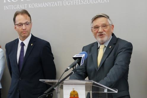 Kormányablak nyílt a ceglédi MÁV-állomáson