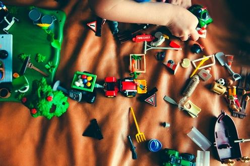 Veszélyes gyermekruházati termékek és játékok