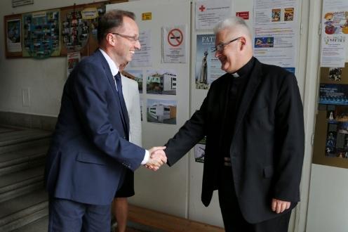 Püspöki áldás a felújított Pest megyei iskolára